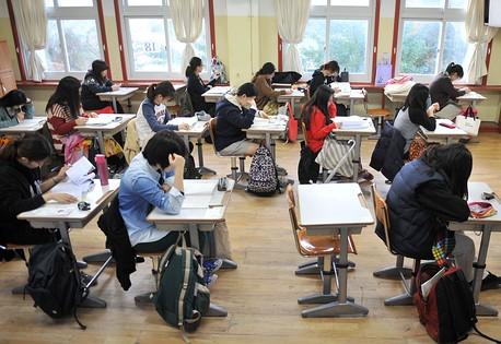 Bài kiểm tra cần đánh giá đúng trình độ tiếng Anh của thí sinh trong các kỹ năng nghe, nói, đọc, viết.